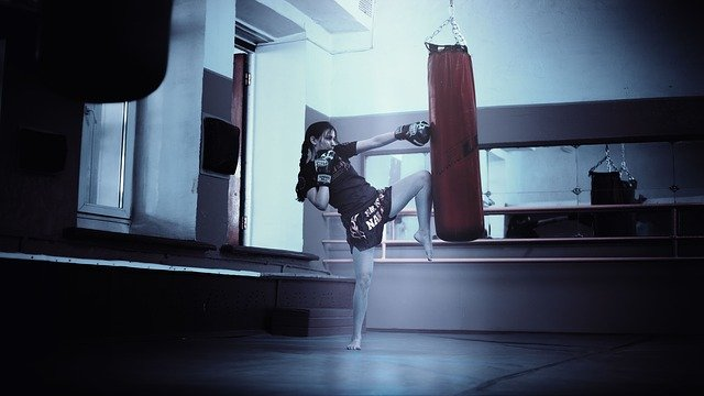 kickboxerka při tréninku