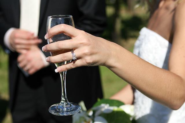 nevěsta se šampaňským