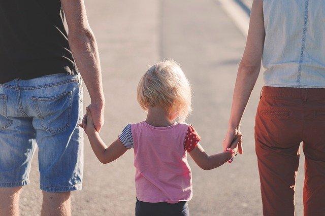 procházka s holčičkou