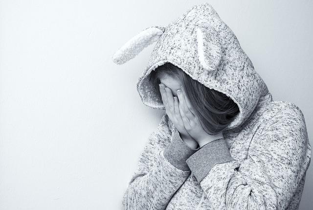 zoufalá a bezbranná žena