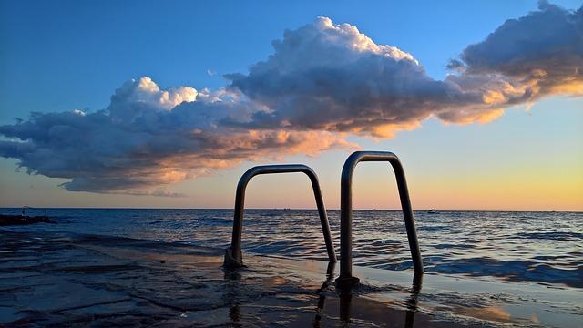 mraky nad mořem