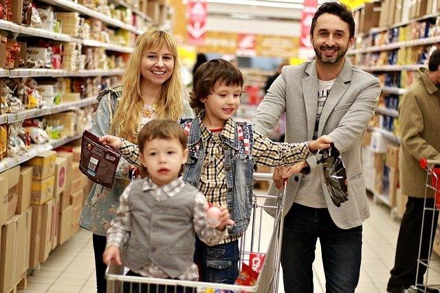 rodina a nákupní centrum.jpg
