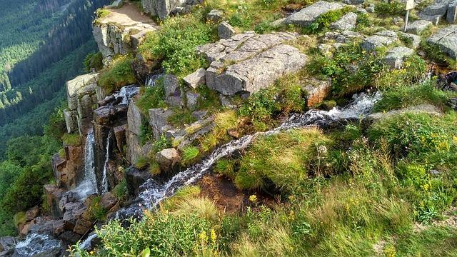 úzký vodopád