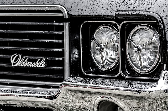 Reflektory klasického automobilu