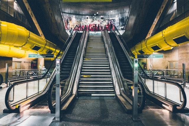 obchod nad eskalátory