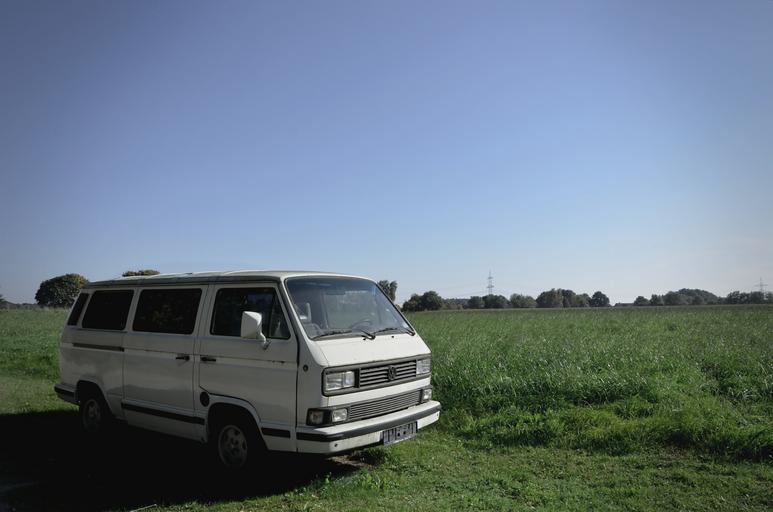 dodávka na venkově