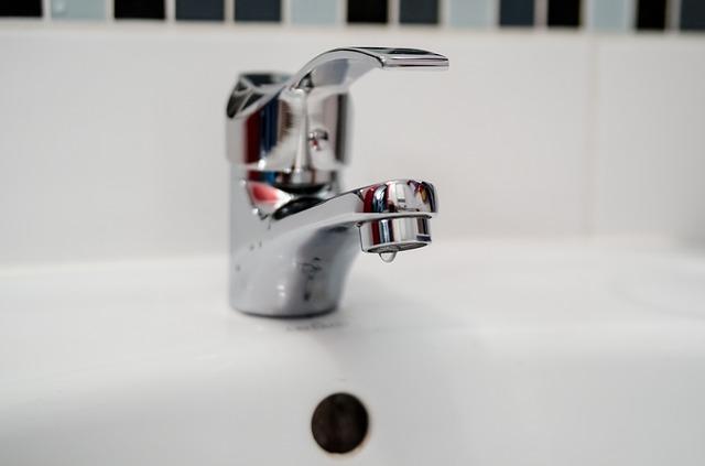 Vodovodní baterie na umyvadle