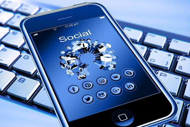 znázornění internetu na mobilu