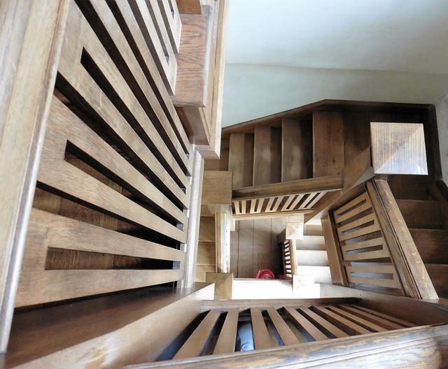 dřevěné schody.jpg